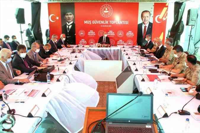İçişleri Bakanı Süleyman Soylu, Muş'ta güvenlik toplantısına katıldı