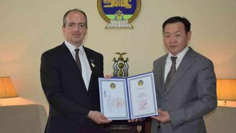 Moğolistan Cumhurbaşkanı Battulga'dan TİKA'ya Barış Nişanı