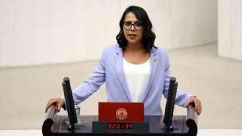 İstanbul Milletvekili Saliha Sera Kadıgil Sütlü, CHP'den ayrılarak TİP'e katıldığını açıkladı