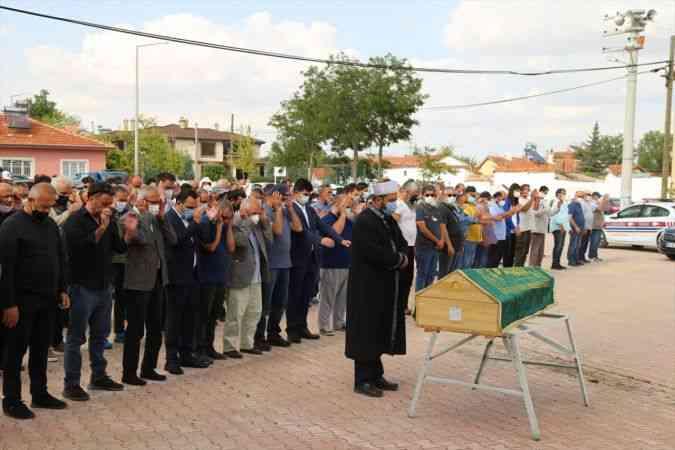 Çizer ve ressam Şafak Tavkul'un cenazesi memleketi Konya'da toprağa verildi