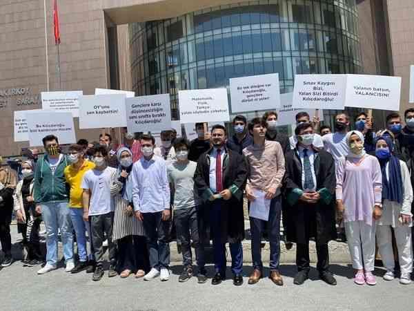 Üniversite sınavına giren gençler, CHP Genel Başkanı Kılıçdaroğlu'na 1 liralık manevi tazminat davası açtı