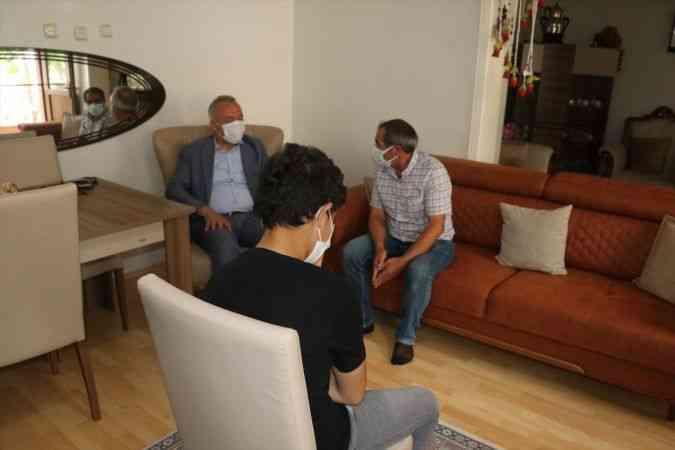 Suriyeli Muhammed, Erzincan'daki koruyucu ailenin yanında sıcak yuvada büyüyor