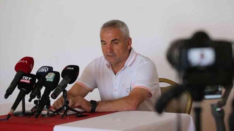 Demir Grup Sivasspor Teknik Direktörü Rıza Çalımbay