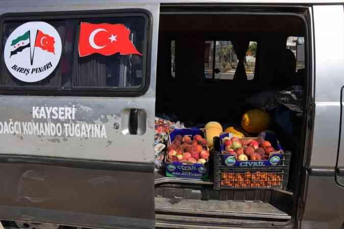 """""""Elmacı Dede"""" Suriye'deki yetimleri sevindirmek için yola çıktı"""