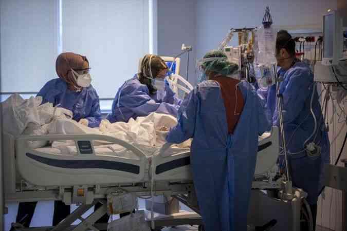 Kovid-19 nöbetindeki sağlık çalışanlarının buruk ama umutlu bayram