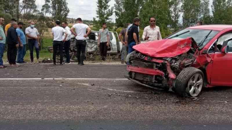 Gümüşhane'de iki araç kafa kafaya çarpıştı: 1 ölü, 3 yaralı