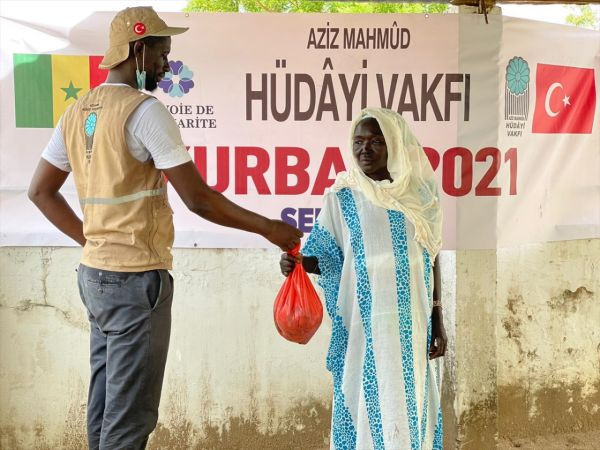 Aziz Mahmut Hüdayi Vakfı, Senegal'de ihtiyaç sahiplerine kurban eti ulaştırdı