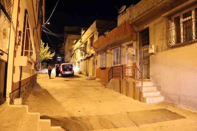 Gaziantep'te husumetli iki aile arasındaki silahlı kavgada mahalle sakini yaralandı