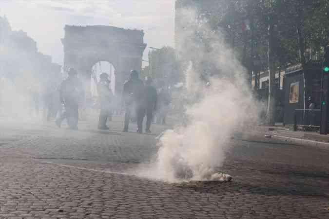 Fransa'nın dört bir yanında Kovid-19 zorunlu aşı karşıtları yine meydanlarda