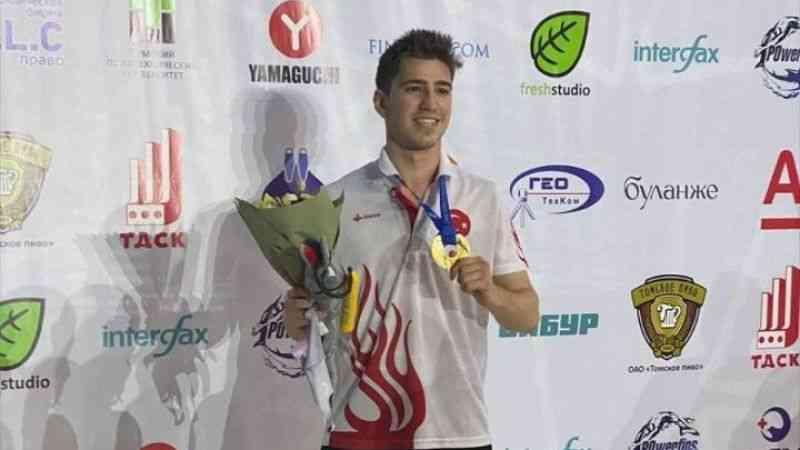 """Dünya şampiyonu milli yüzücü Derin Toparlak: """"Ülkem için ilk madalyayı kafama koymuştum"""""""