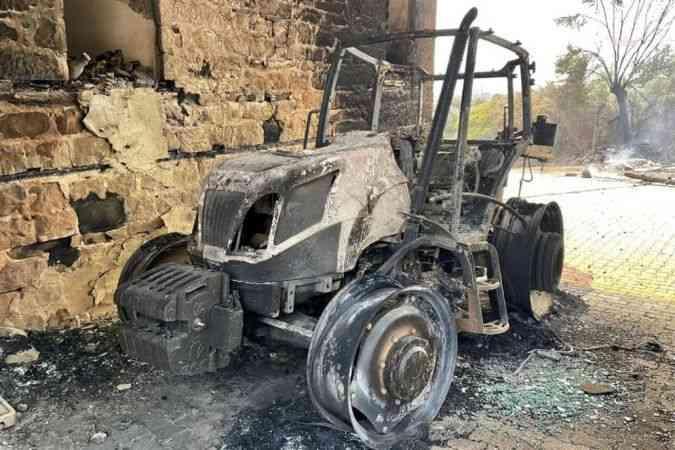 Adana'daki orman yangınlarında en az 300 hektar orman kül oldu, 20'ye yakın ev hasar aldı