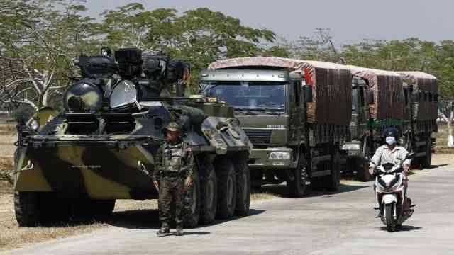"""Myanmar'da askeri yönetim, """"geçici hükümet görüntüsü vererek meşruiyet aramakla"""" eleştiriliyor"""