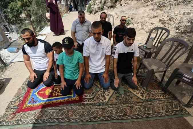 Filistinliler cuma namazını Doğu Kudüs'ün Silvan Mahallesi'nde kıldı