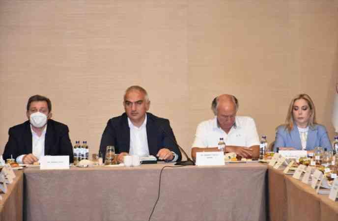 Kültür ve Turizm Bakanı Ersoy, Marmaris'te turizmcilerle buluştu: