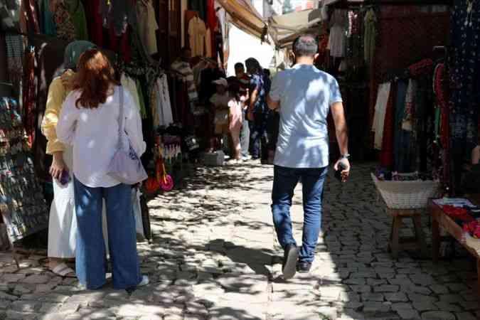 Tarihi konaklarıyla ünlü Safranbolu'da hafta sonu yoğunluğu yaşanıyor
