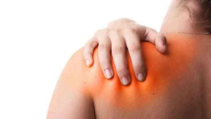 Donuk omuz sendromu orta yaş kadınlarda daha sık görülüyor
