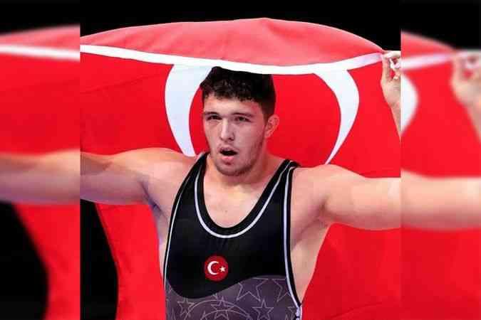 Dünya Gençler Güreş Şampiyonası'nda Muhammed Hamza Bakır altın madalya kazandı
