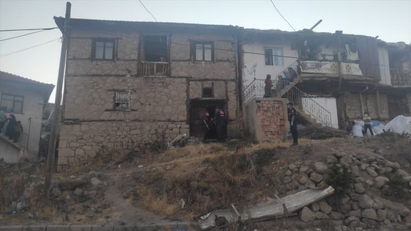 Afyonkarahisar'da eşini ve çocuğunu tabancayla öldüren kişi yaşamına son verdi