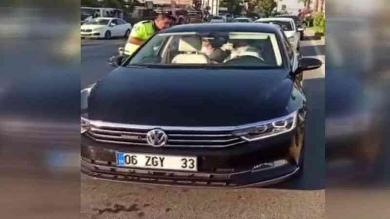 AK Partili Vekilin trafik polisine hakaret ettiği anın görüntüsü ortaya çıktı