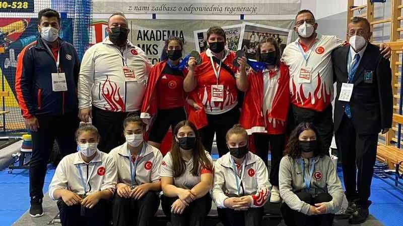 Milli haltercilerden Yıldızlar ve 15 Yaş Altı Avrupa Şampiyonası'nın ikinci gününde 15 madalya