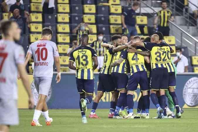 Fenerbahçe, sahasında 3 puanı 2 golle aldı