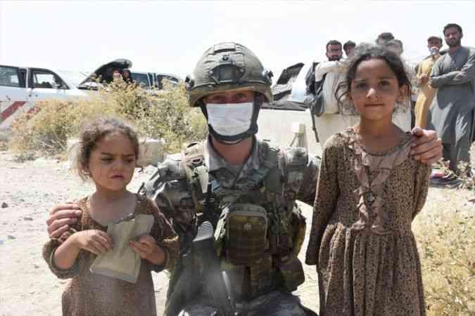Kabil'deki tahliye kaosunun en büyük mağduru çocuklar