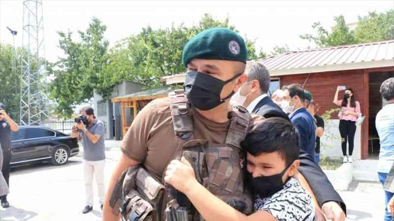 Fırat Kalkanı bölgesinde görevini tamamlayan özel harekat polisleri Erzincan'a döndü