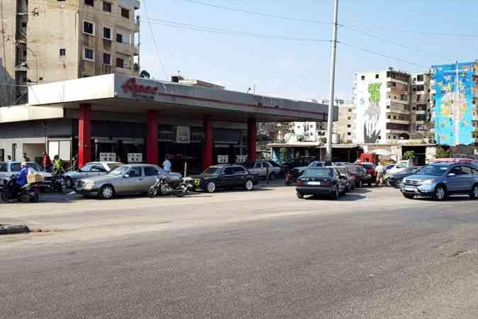 Ekonomik krizdeki Lübnan'da elektrik kesintileri ve yakıt kuyrukları hayatı çekilmez hale getiriyor