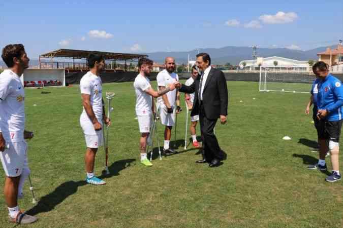 Bolu Valisi Ümit, Ampute Futbol Milli Takım kampını ziyaret etti