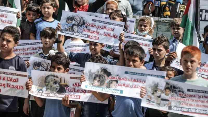 Filistinli çocuklar, İsrail ablukasını balon uçurarak protesto etti