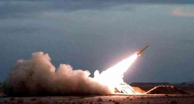"""Pakistan geliştirdiği yerli roket sistemi """"Fatah-1""""i başarıyla test etti"""