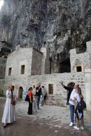 Sümela Manastırı'nın ziyarete açılması esnafın yüzünü güldürdü