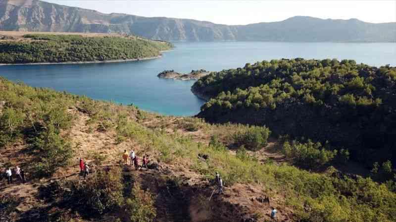 Nemrut Krater Gölü çevresinde çıkan örtü yangını kontrol altına alındı