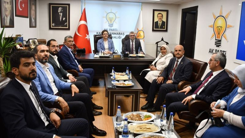 Aile ve Sosyal Hizmetler Bakanı Derya Yanık, AK Parti Kahramanmaraş İl Başkanlığını ziyaret etti: