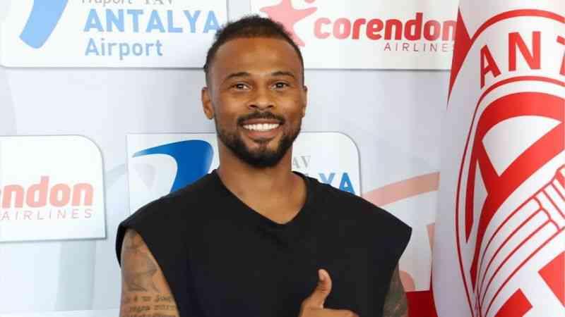 Antalyaspor, Fredy Ribeiro ile 3+1 yıllık yeni sözleşme imzaladı