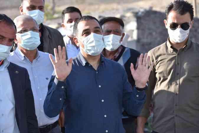 Kars Valisi Türker Öksüz selden etkilenen köyde incelemelerde bulundu