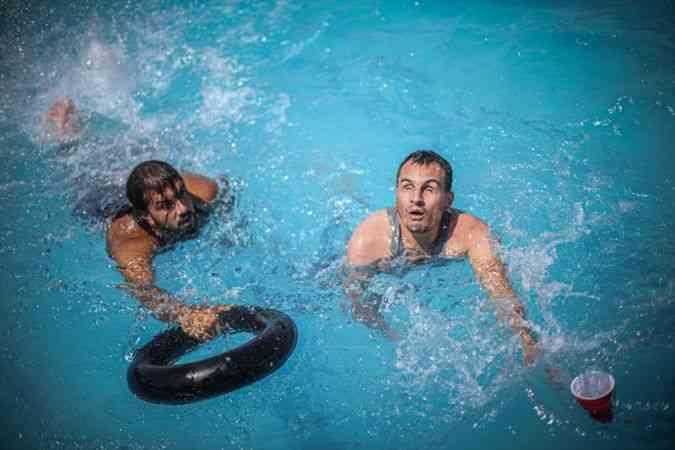 35 görme engelliye psikolojik destek sağlamak amacıyla yüzme yarışması düzenlendi