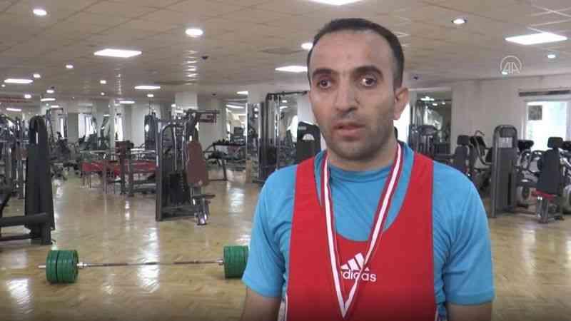 12 yıl sonra yeniden başladığı halterde 41 yaşında Türkiye şampiyonu oldu