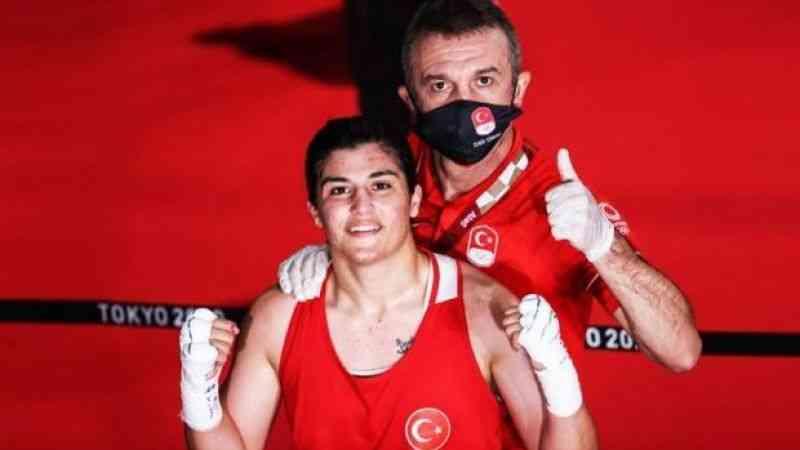 Olimpiyat şampiyonu boksör Busenaz Sürmeneli'nin antrenörü Cahit Süme iddialı