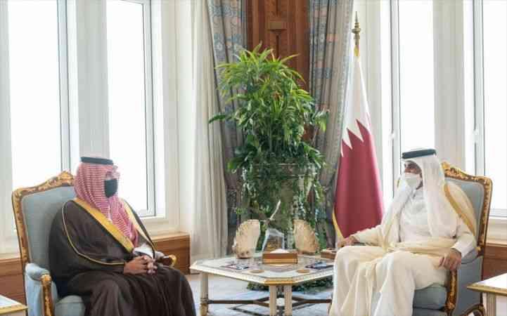 Katar Emiri Al Sani, Suudi Arabistan İçişleri Bakanı'yla ikili ilişkilerin geliştirilmesini görüştü