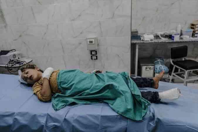 İdlib'de sığınmacı kampına düzenlenen hava saldırısında 4 sivil yaralandı