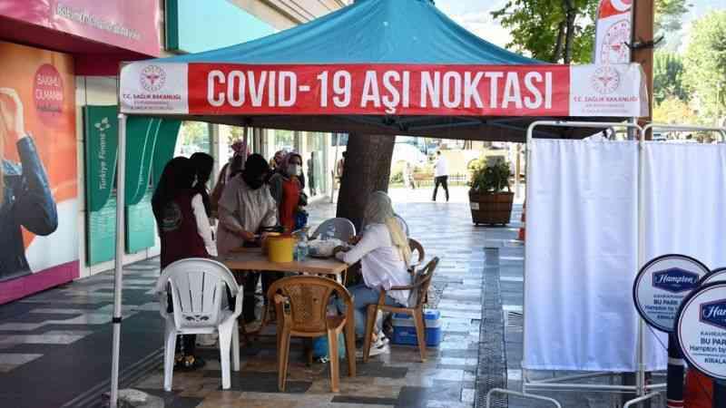 """Sağlık ekiplerinin özverili çalışması Kahramanmaraş'ı aşıda """"mavi"""" kategoriye taşıdı"""