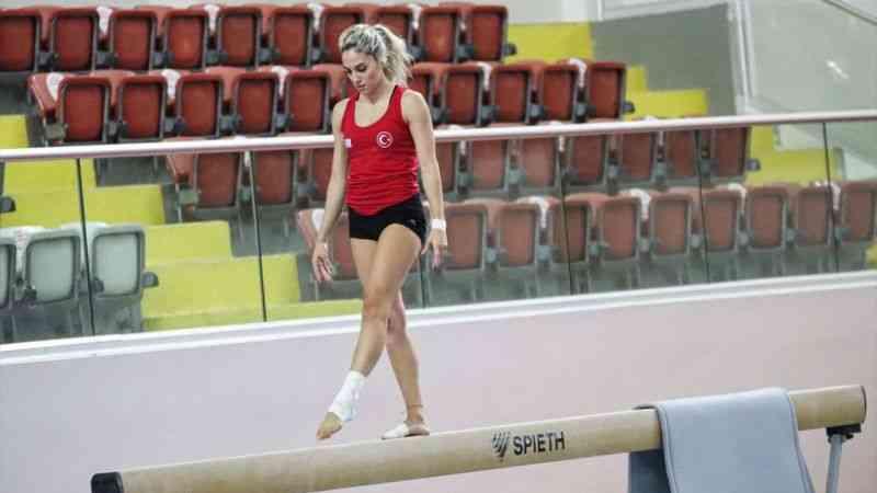 Milli cimnastikçiler, Mersin'deki Dünya Challenge Kupası'nda madalya peşinde