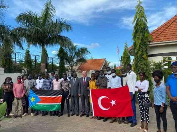 Türkiye'nin Cuba Büyükelçisi Mutaf, Türkiye bursu kazanan Güney Sudanlı öğrencilerle görüştü