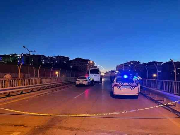 Başkentte servis aracı ile otomobil çarpıştı: 3 ölü, 2 yaralı