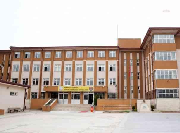 Kocaeli'de yedi okulda Covıd-19 tespit edildi; beş sınıf izlemeye, iki sınıf karantinaya alındı