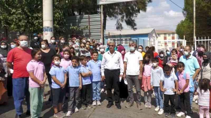 İzmir'in Çernobilinin yanı başındaki okulda, aileler üst üste eğitime tepki gösterdi!