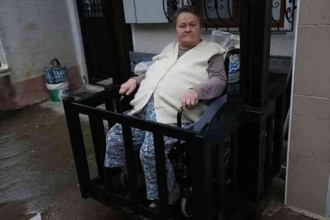 Hayatını adadığı eşi için ahşaptan asansör yaptı