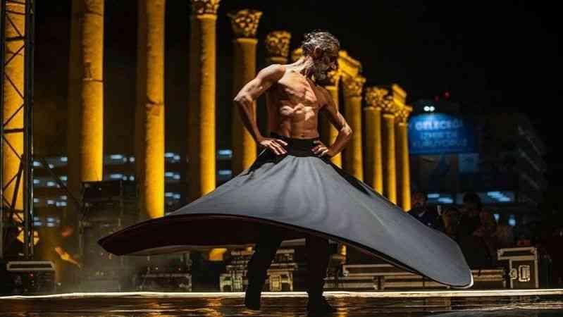 """İzmir'deki """"semazen"""" temalı üstü çıplak dans gösterisine tepki"""