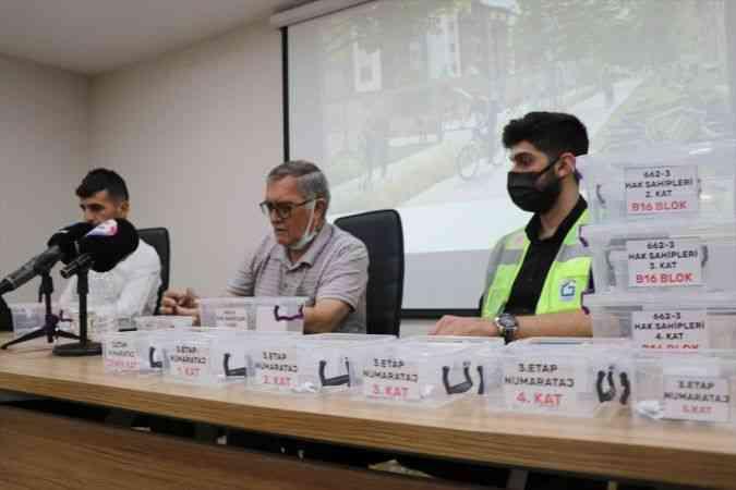 Elazığ'da depremzedeler için yapılan 713 konut için kura çekildi